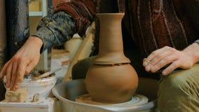 工作在车间,演播室的专业男性陶瓷工 股票录像