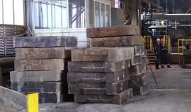 工作在铸造厂, Pirdop,保加利亚, 2015年11月, 5日 库存图片