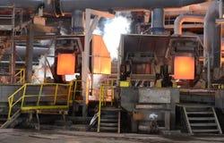 工作在铸造厂, Pirdop,保加利亚, 2015年11月, 5日 免版税库存照片