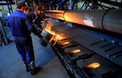 工作在铸造厂 免版税图库摄影