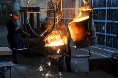 工作在铸造厂 免版税库存照片