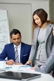 工作在队的企业同事在见面 免版税库存图片