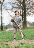 工作在领域的孩子 免版税库存照片