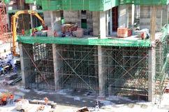 工作在建造场所的人们在曼谷泰国 免版税库存图片