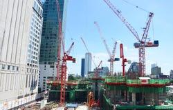 工作在建造场所的人们在曼谷泰国 免版税库存照片
