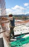 工作在建筑的工作者 免版税库存照片