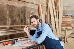 工作在floorplan的工匠 库存图片