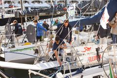 工作在sailboa的意大利水手 免版税库存图片