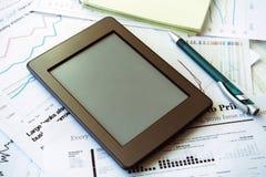 工作场所在办公室,与空间的ebook文本的 免版税库存照片
