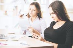 工作场所的女性 免版税库存图片