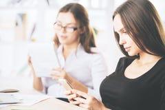 工作场所的妇女 免版税库存图片