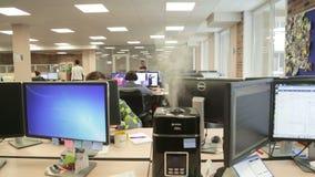 工作场所的接近的办公室 股票视频
