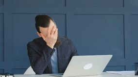 工作失败facepalm疏忽错误的商人 股票视频