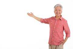 工作室射击了中国老人 免版税库存图片