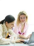 工作年轻人的妇女 免版税库存照片