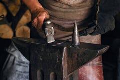 工作服的一个人与金属一起使用 库存图片