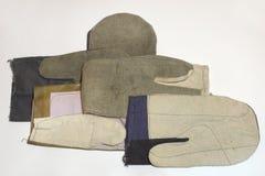 工作的另外类型的色的工业手套 免版税库存照片