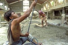 工作的菲律宾大厦工作者 免版税库存照片