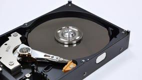 工作的被拆卸的硬盘 硬盘的头的自转 股票录像