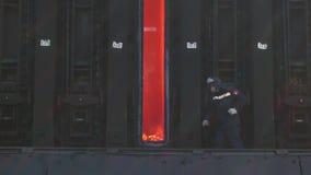 工作的过程在焦炭的生产 股票录像