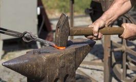 工作的铁匠 免版税库存图片