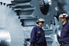 工作者、机械工有钝齿轮的和齿轮 免版税图库摄影