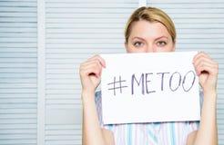 工作者份额攻击故事 仿造的社会运动 歧视怨言 女性攻击统计 妇女安静面孔 免版税图库摄影