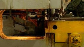 工作者参与金属切口在生产自动机械工具的,金属切削,制造业 股票录像