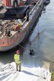 工作者和潜水者护岸建造场所的 库存照片