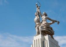 工作者和苏联的集体农庄的妇女雕塑 免版税库存照片