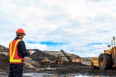 工作者在褐煤矿 库存图片