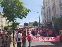 工作者在avenida almerint reis的天庆祝 库存图片