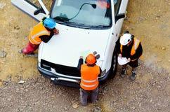 工作者按照从建筑经理的指示 免版税库存照片
