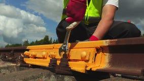 工作者有板钳的定象坚果在铁路 股票视频