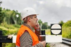 工作者用咖啡和手机 免版税库存照片