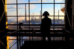 工作者的剪影 工业企业 免版税库存图片
