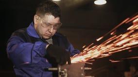 工作者研磨机清洗金属 股票录像