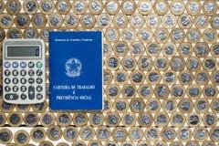 工作许可和灰色计算器在几个巴西一个真正的co 库存照片