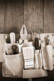工具和仪器在传送带在木头 库存照片