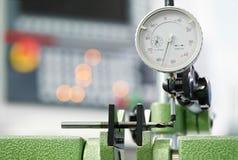 工具质量测量的过程 库存照片
