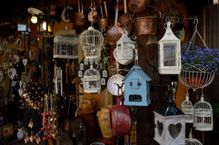 工匠商店在一个典型的村庄在意大利 免版税库存照片
