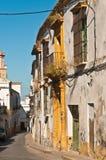 工匠在西班牙制作了在离开的街道上的商店前面 免版税库存图片