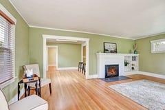 工匠房子客厅室内设计  免版税库存照片