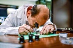 工匠手表产业手艺瑞士亚洲人中国 库存照片