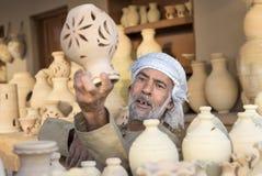 工匠sellin黏土瓶子 库存图片