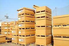 工厂仓库和raws材料箱子 图库摄影