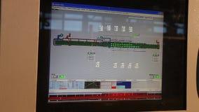 工厂仪表板,工作者` s计算机控制机械在工厂,录象剪辑,控制的操作按 影视素材