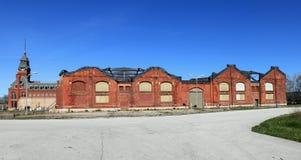 工厂前面的普式火车 库存图片