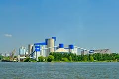工厂厂房和筒仓` s在跟特,富兰德,比利时港口  免版税图库摄影