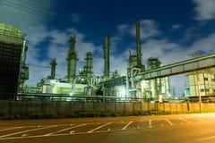 工厂厂房在晚上 免版税库存图片